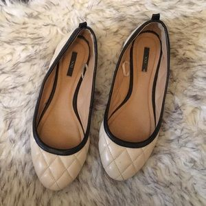 Shoes - Beautiful cream & black quilted Flats.